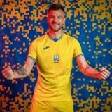 Соцсети высмеяли фотожабой претензии России к форме сборной Украины