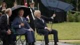 Сеть повеселила «схватка» Бориса Джонсона с зонтом